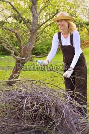 donna albero giardino primavera giardinaggio frutteto