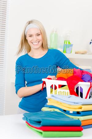 donna domestico vestiti lavanderia abiti sporchi
