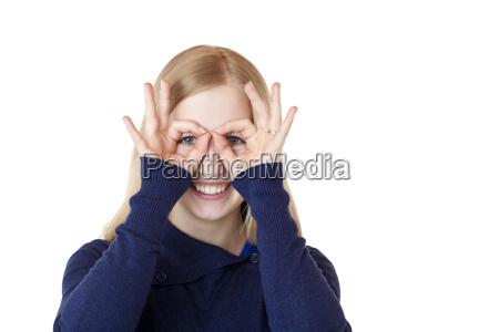 donna curiosita curioso occhiali ricercare cercare