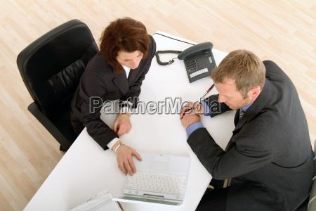 incontro alla scrivania