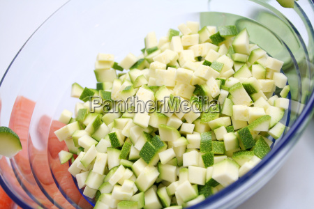 cucinare cucina verdura taglio preparare zucchine
