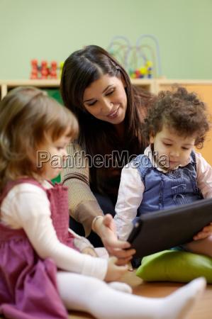 maestro lettura delle fiabe per bambini