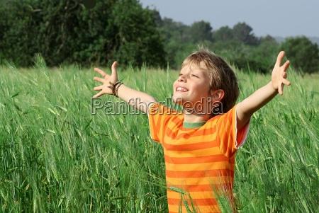 estate capretto contento felice entusiasta gioioso