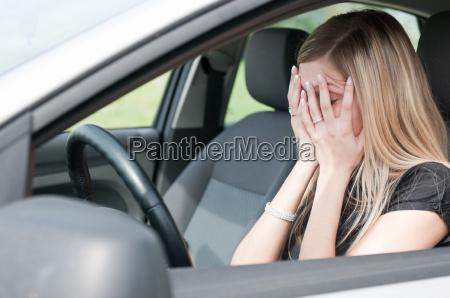 interno femminile persona auto veicolo mezzo