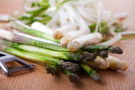 verde caucasico bianco verdura crudo asparago