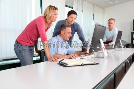 ufficio donna donne uomini uomo caucasico