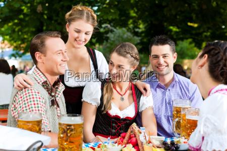 nel giardino della birra amici
