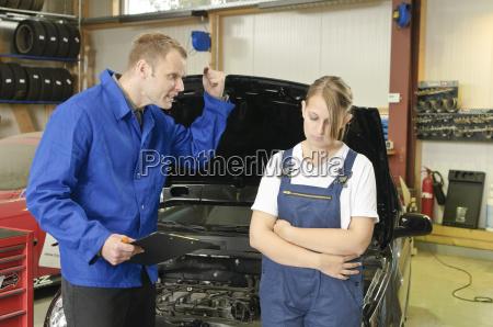 donna educazione motore riparazione apprendista tirocinante