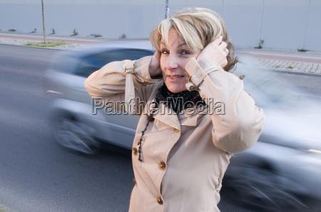 fastidio per il rumore del traffico