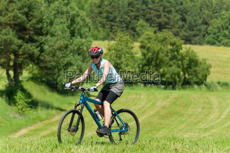 donna sport dello sport estate bicicletta