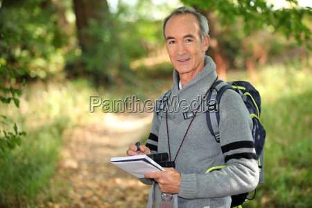 uomo trekking