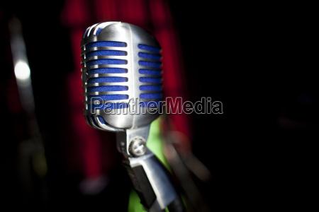 concerto evento cantante palco microfono