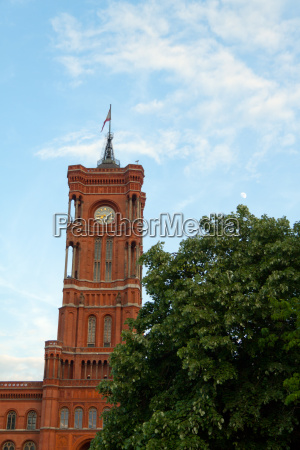 red rathausturm