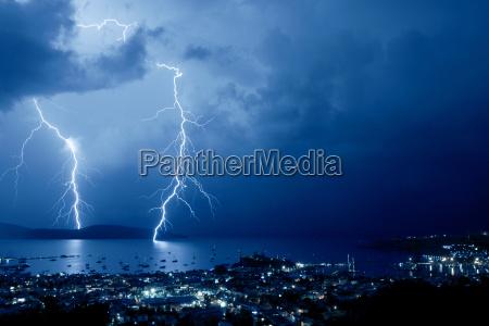 notte porto tempesta temporale fulmine porti