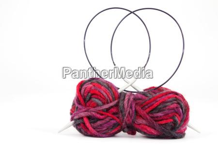 lana con ago da lavoro a