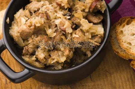 tradizionale crauti polacco bigos con funghi