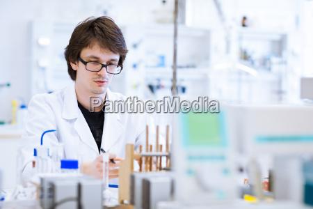 esperimento scienza ricerca laboratorio chimica ricercatore