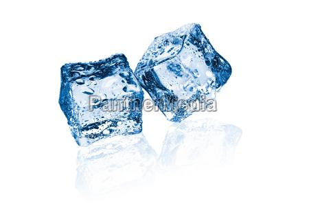 due cubetti di ghiaccio