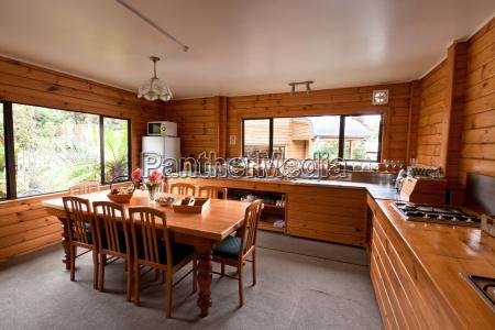 stanza interno cabina di legno tavolo