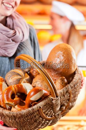 donna panettiere prodotti da forno dolci