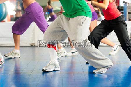 fitness allenamento zumba e allenamento