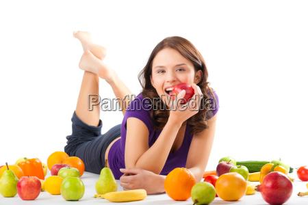 dieta sana giovane donna con frutta