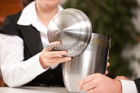 consulenza sepoltura consigliare urna becchino funerale