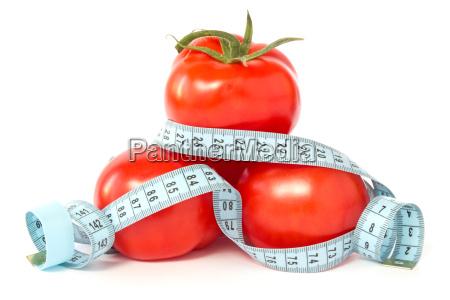 pomodori avvolto con nastro adesivo di