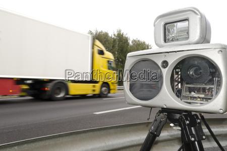 traffico radar limite di velocita sicurezza