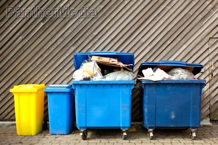scorie di legno spazzatura rifiuti spreco