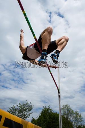 saltare balzare saltellare salta salto atleta