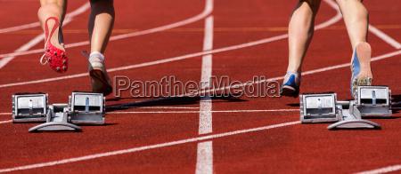 competizione atletica leggera velocista atleta blocco