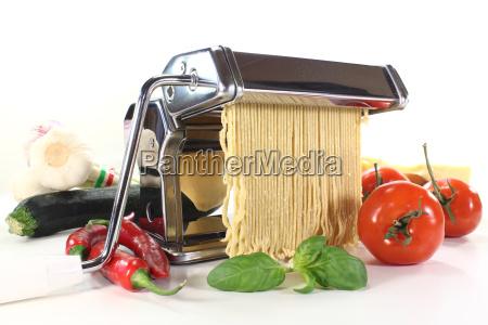 fare cucinare cucina tagliatelle basilico spaghetti