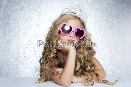 moda vittima piccolo ritratto ragazza principessa