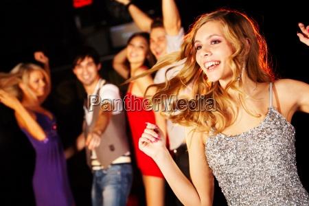 donna discoteca persone popolare uomo umano