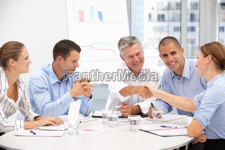 gli uomini daffari in riunione