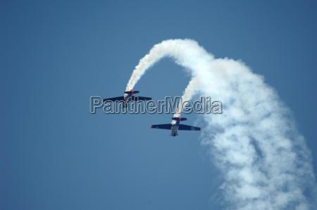 elica spettacolo aereo aereo acrobazie volare