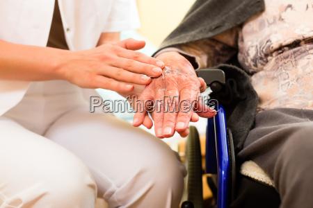 servizio cura assistenza infermiera supporto aiuto