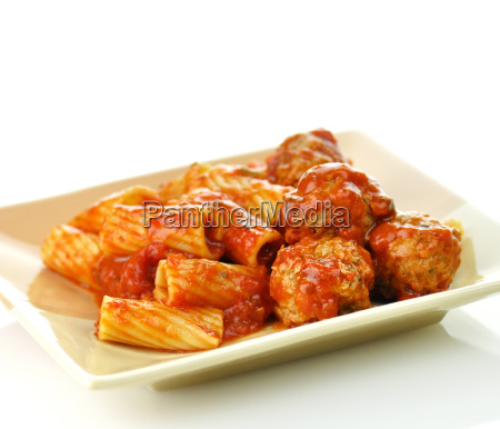 rigatoni with tomato sauce and meatballs