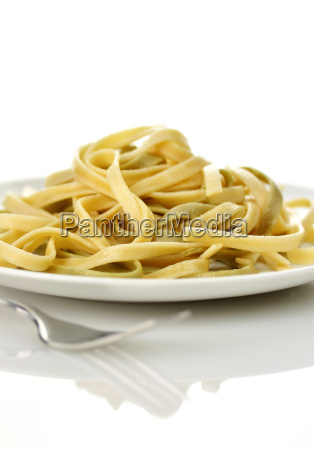 cooked spinach pasta