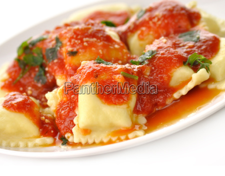 ravioli, pasta, with, red, tomato, sauce - 7802457