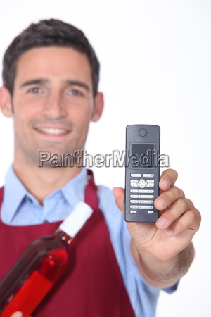 waitor showing mobile phone