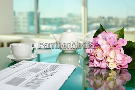 giornale tageblatt tazza ufficio te tea