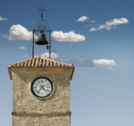 orologio antico su un edificio