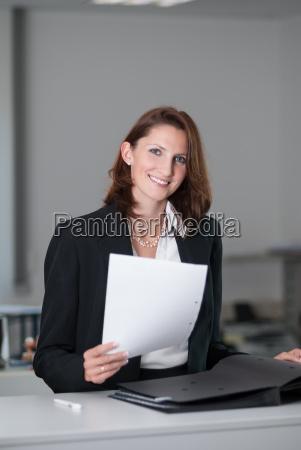 donna ufficio commesso dipendente impiegato contratto