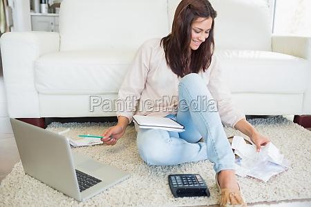 donna casa costruzione portatile computer risata