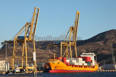 nave portacontainer nel porto di cartagena