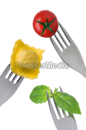ravioli pasta basil leaves and tomato