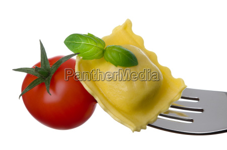 ravioli pasta tomato and basil on