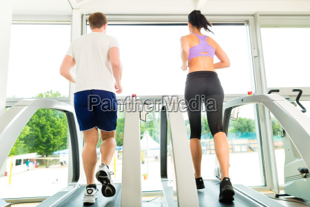 gym people doing sports on
